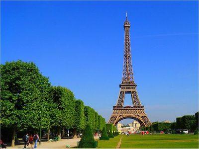 La Torre Eiffel reabre tras cierre de más de tres meses por el Covid-19