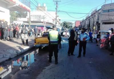 Municipalidad luqueña desalojó a vendedores informales del microcentro • Luque Noticias