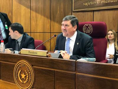 Blas Llano deja la presidencia del Senado y se atribuye mérito de terminar con los planilleros