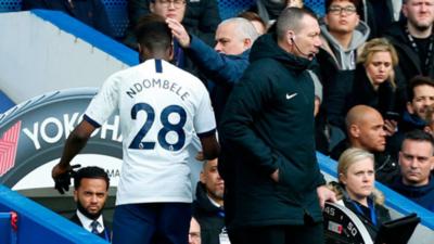 Ndombélé muestra su ira contra Mourinho