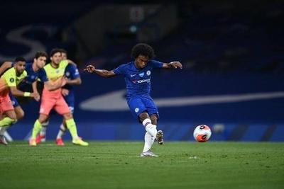 HOY / El Chelsea le regala el trono del fútbol inglés al Liverpool