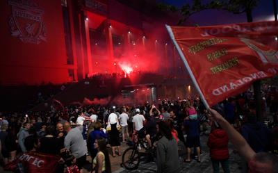 No hay Covid que pare el festejo de los hinchas de Liverpool