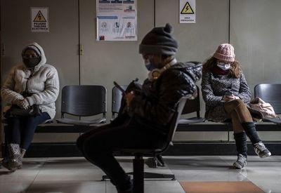 El sistema de salud de Chile resiste pero opera al límite por coronavirus