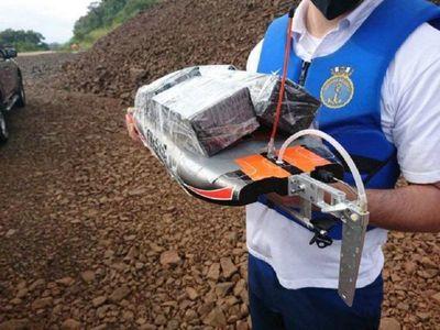 Contrabandistas usan barquitos a control para realizar envíos al Brasil