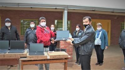 Boquerón: Notebooks entregadas en escuelas indígenas serán utilizadas por docentes