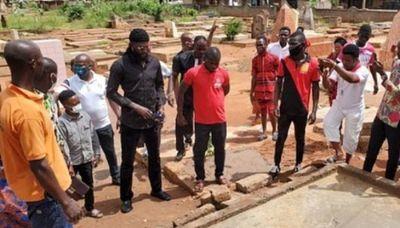 ¿Se olvida de Olimpia? Adebayor fue con una multitud al entierro de un jugador togolés