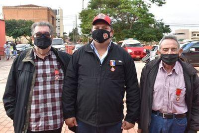 Bomberos condecoran al diputado Juancho Acosta y seccionaleros en Pedro Juan Caballero
