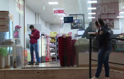 Asaltan dos locales de una cadena de tiendas