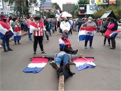 Cierran entrada a Ciudad del Este en protesta contra la corrupción