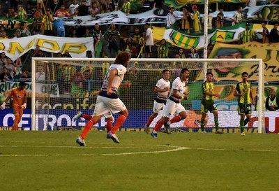 Dos paraguayos en el 'Top 5' de goles de tiro libre en la Superliga