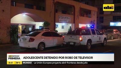 Adolescente detenido por robo de televisor