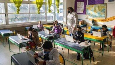 Uruguay completa la vuelta a clases con todos sus estudiantes en las aulas