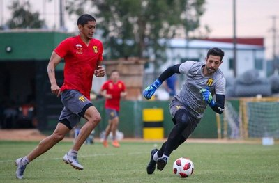 Guaraní asegura continuidad de dos futbolistas y Costas ya tiene plantel completo