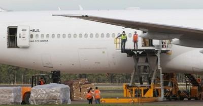 Avión carguero arribó con 25 toneladas de insumos médicos, entre compras y donaciones