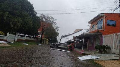 Tormenta fugaz causa destrozos y corte de energía en Alto Paraná