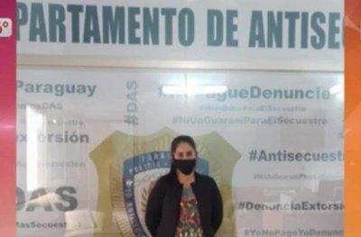 Arrestan a mujer por presunta sextorsión