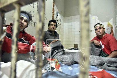 Presos hacen huelga de hambre por condiciones deplorables de calabozo