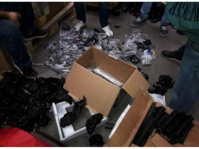 Incautan unos 40 accesorios para armas de guerra en Aeropuerto Silvio Pettirossi