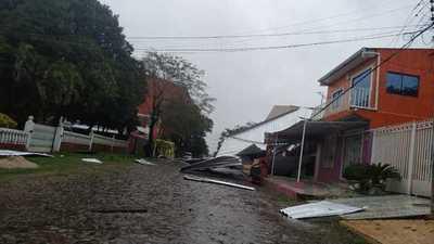 Breve temporal causó destrozos en el Alto Paraná y alrededores