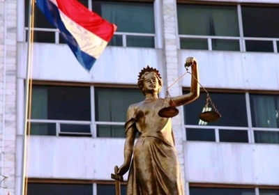 Mujer denuncia que amaño en justicia la separó de sus hijas