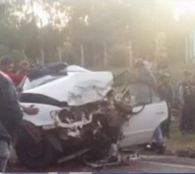 Tres muertos en colisión frontal de automóviles