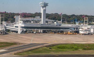 """Denuncian que 70 maleteros del aeropuerto fueron destituidos: """"El Ministerio de Trabajo esta de balde"""""""