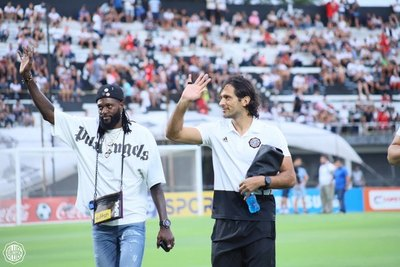 Adebayor respondió a la despedida de Olimpia