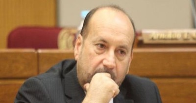 """Salomón dice que informe de Abdo debió ser más específico sobre """"el desorden en Salud"""""""