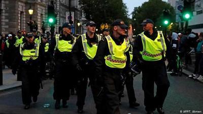 COVID: varios detenidos al dispersar la policía fiestas ilegales en Londres