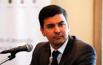 """Santiago Peña: """"Hay que tener cuidado con el endeudamiento"""""""