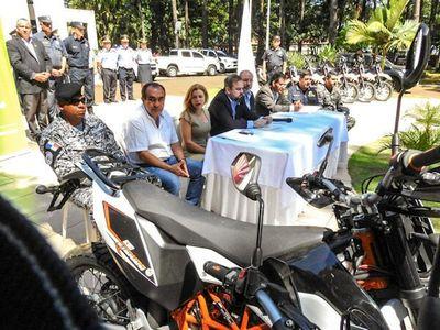 En acto con tinte político entregan  motos para GRUPO LINCE
