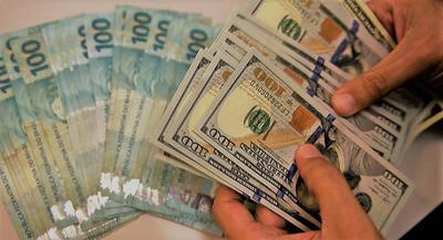 Dólar se desvaloriza frente al real y respira el comercio de CDE