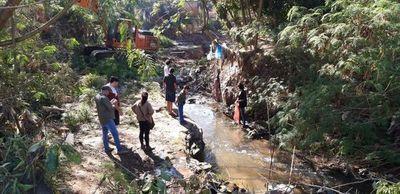 Retiran 30 toneladas de residuos del arroyo San Lorenzo