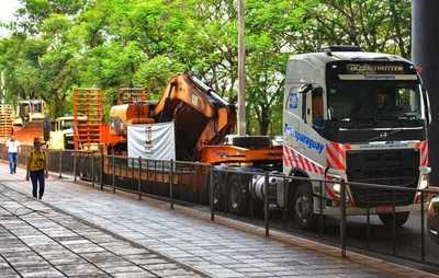 Más vale tarde que nunca: ingresan al lado paraguayo las primeras maquinarias para inicio de puente en Franco