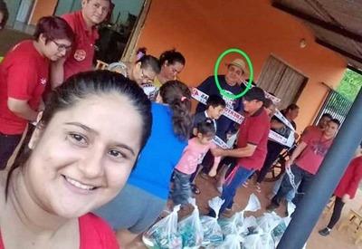 Director de la CARCEL de CDE distribuye ALIMENTO de dudosa procedencia en PROSELITISMO COLORADO