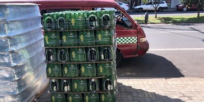 PARAGUAYOS venden cerveza paraguaya que llevaron de CONTRABANDO