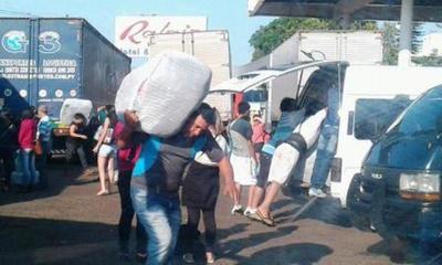 CONTRABANDO DE ROPAS: Aduaneros RECAUDAN G. 180 millones por día en COIMAS