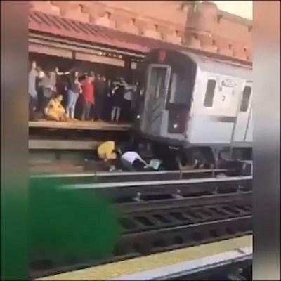 Rescatan a niña de cinco años después que su padre se lanzara con ella a la vías del tren