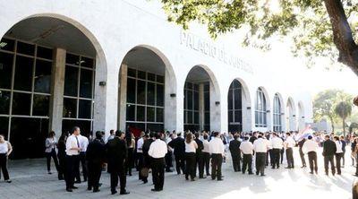 Solicitan descuento de sueldos para funcionarios judiciales que se plieguen huelga