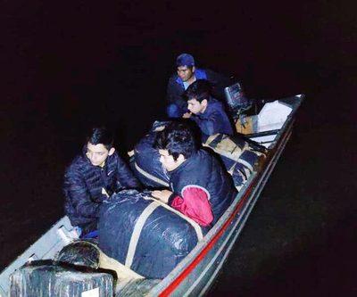 Cuatro jóvenes aprehendidos con  mercaderías a orillas del Paraná – Diario TNPRESS