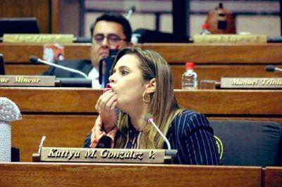 AUDIO: Kattya González compara el informe presidencial con un «informe de escuela»
