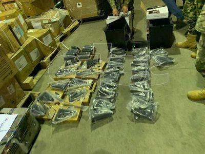 Investigan a destinatarios de piezas de armamento que fueron incautadas en el aeropuerto