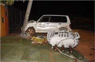 Ñemby: Conductor dejó sin energía eléctrica a todo un barrio tras de chocar contra una columna