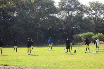 Más de 30 futbolistas dan positivo al coronavirus en Perú