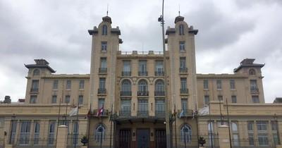 Abdo Benítez promulgó la ley que elimina la elección de los parlasurianos