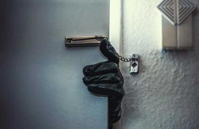 Entró borracho a robar en una casa y quiso escapar de la policía en una bicicleta estática