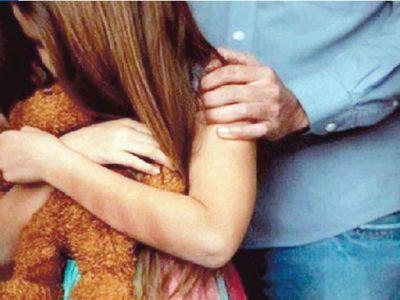Cacique vendió a una chica de 15 a un profe y fue abusada