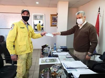 Bomberos amarillos recibieron aporte de 48 millones de la Municipalidad