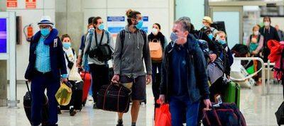 Aeropuertos españoles comienzan a recibir a los primeros visitantes