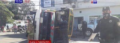 San Lorenzo: Colectivo vuelca y deja 13 heridos
